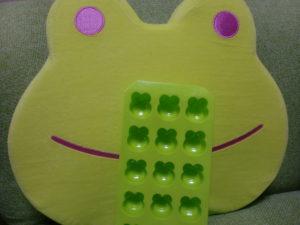 カエル型の氷やチョコを作るケース