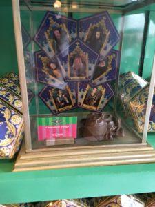 売り場のカエルチョコレートの箱のディスプレイ