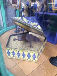 カエルチョコレートのディスプレイ