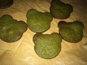 カエルクッキーを焼く途中