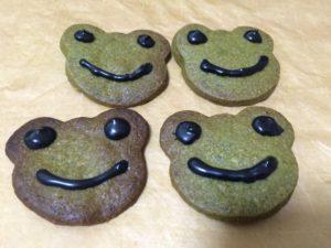 カエルクッキーに顔を書いてみた画像