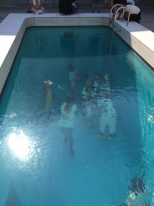 金沢21世紀美術館のプールの上