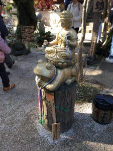 如意輪寺のアジアンテイストのかえる