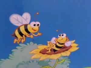 セサミストリート風の蜂