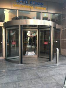 ホテル京阪ユニバーサルタワーの自動回転ドア