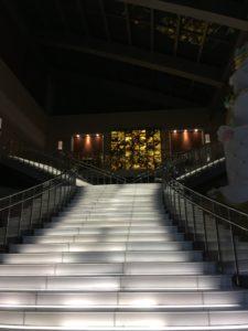 ホテル京阪ユニバーサルタワーのエントランスホールと階段2