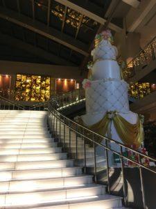 ホテル京阪ユニバーサルタワーのエントランスホールと階段1
