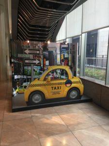 ホテル京阪ユニバーサルタワーのタクシーの看板