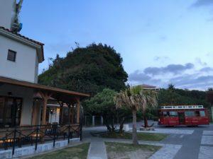 ザ・ブセナテラスの赤いシャトルバス