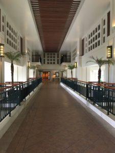 ザ・ブセナテラスの神殿みたいな廊下