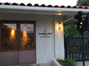 ザ・ブセナテラスのレストラン「ランブルフィッシュ」の入口