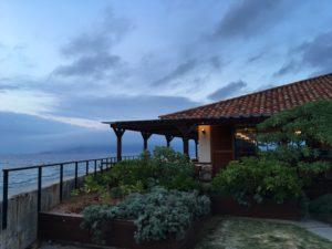 ザ・ブセナテラスのレストラン「ランブルフィッシュ」と海