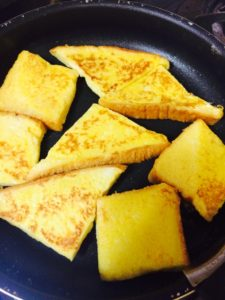油とバターでフレンチトーストを焼く様子2