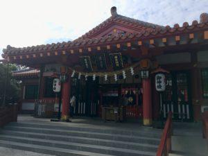 波上宮の拝殿