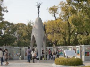 平和記念公園の原爆の子の像