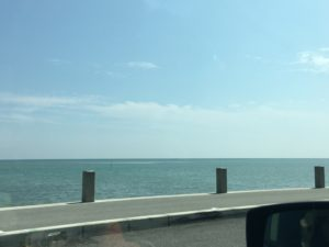 瀬長島の道路から見える海