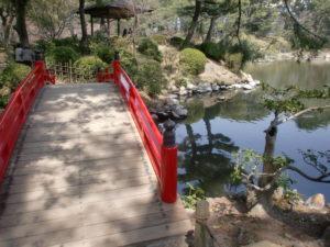 縮景園の赤い橋