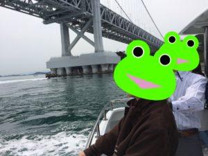 鳴門で船に乗った時の海と橋の景色