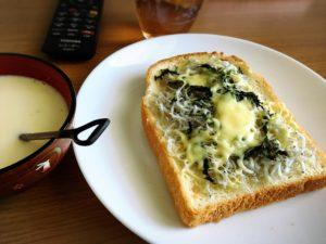 しらす大葉チーズをのせたトースト