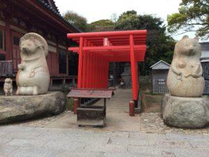 屋島寺のたぬきの石像