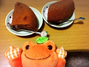 チョコレートケーキとかえる