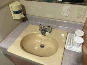 フェリーさんふらわあのスタンダード客室の洗面台