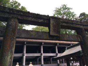 八幡朝見神社の年季の入った鳥居