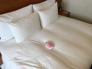 大分ホテルブラッサムの部屋のベッド