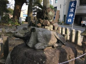 大分市の長浜神社の牛の像