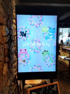 かえるのピクルス大阪イベント2019コラボカフェのデジタルサイネージ3