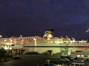 夜の名古屋港と太平洋フェリー