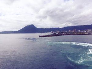 宇和島フェリーから見た別府の景色と海