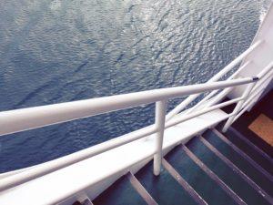 宇和島フェリーの階段