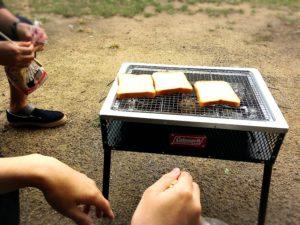 コールマンのグリルと食パン