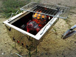 ロゴスのグリルとミニラウンド炭火