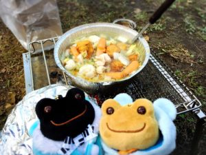 野菜煮込みとカエルたち