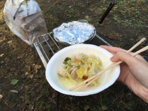野菜煮込みを盛り付けた皿