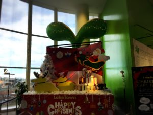 イオン越谷レイクタウンのクリスマスのモニュメント