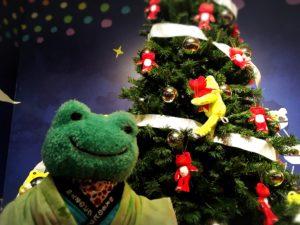 クリスマスツリー前でかえる撮影