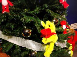 クリスマスツリーのかえるたち