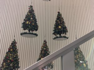 松屋銀座の壁のクリスマスツリー