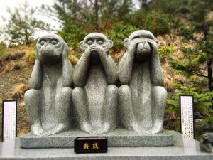 白崎八幡宮の干支の石像・申
