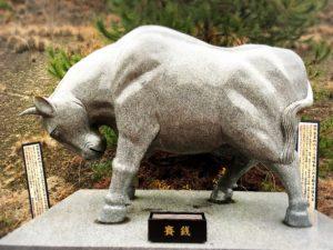 白崎八幡宮の干支の石像・丑