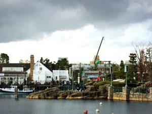 USJの池と建設途中のニンテンドーワールド