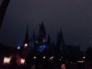 冬の夜のホグワーツ城とプロジェクションマッピング2