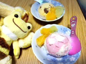 ハチミツ漬けフルーツとアイスクリーム2種