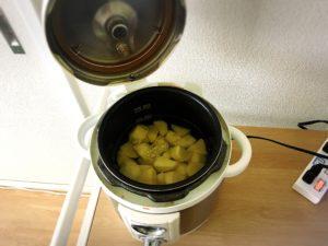 電気圧力鍋でじゃがいもをゆで終わった様子