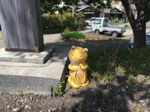 印南駅前のカエルの像2
