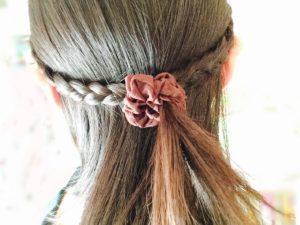 三つ編みした髪の毛