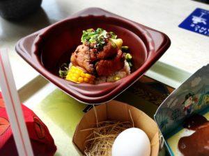 ディスカバリーレストランのローストビーフ丼と卵